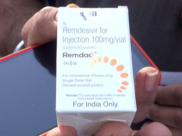 અમદાવાદમાં રેમડેસિવિર ડોઝ માટે લાગી લાંબી લાઈન, જરૂર વગર દર્દીઓને લગાવે છે  ઈન્જેક્શન   at zydus Cadila Long line for remedesivir injection dose in  Ahmedabad