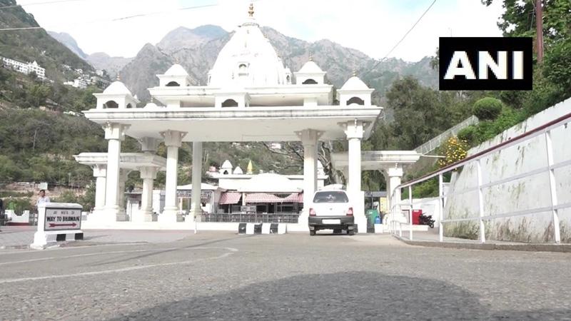 devotees-of-goddess-vaishno-devi-cave-doors-opened-for-devotees