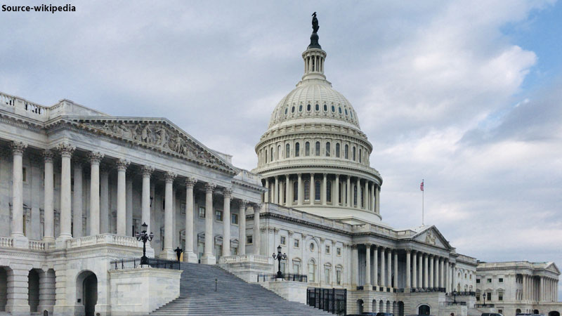 us-police-have-locked-down-the-us-capitol-after-a-report-of-gunshots-in-the-area-america-firing
