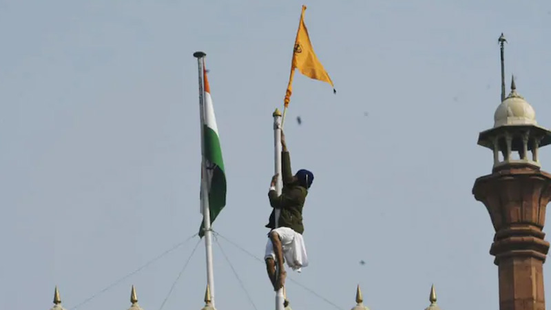 The first action taken by the rioters at the Red Fort was to hoist the flag of the organization instead of the tricolor.