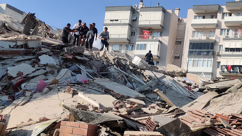 7.0 magnitude earthquake shakes Turkey, buildings collapse in the blink of an eye, watch video