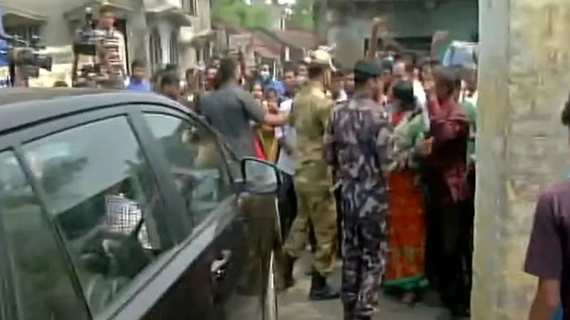 west bengal voting tension in coochbehar polling booth sitalkuchi bombs hurled firing police lathicharge