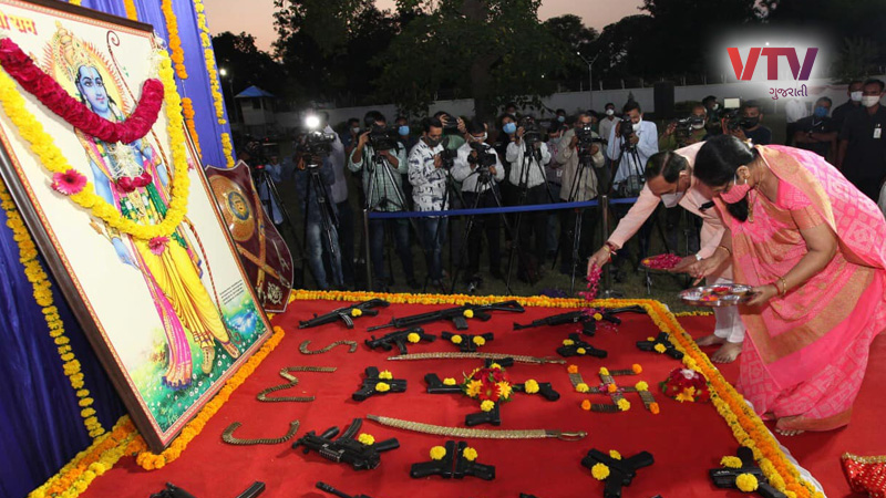 cm rupani performed shastra puja at cm house gandhinagar