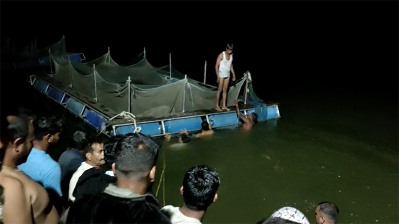 three died boat capsized soldhara village lake chikhli navsari