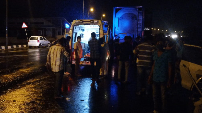 accident between two cars near Nadiad Highway, 5 killed, 3  injured