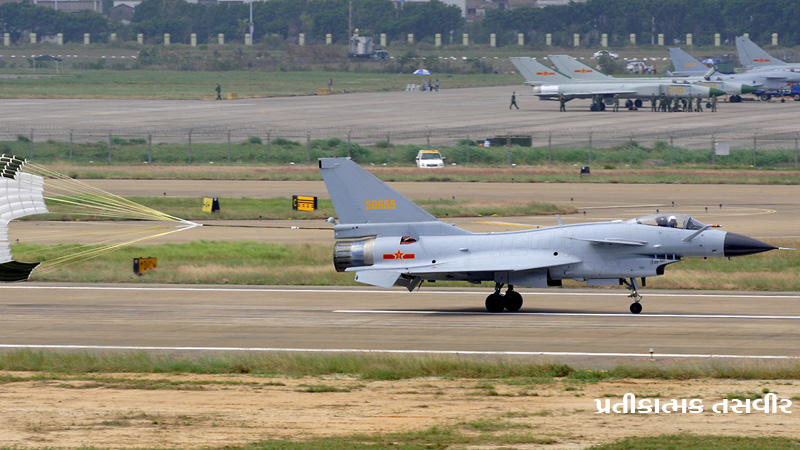 india china face off : china fighter plane seen in pakistan