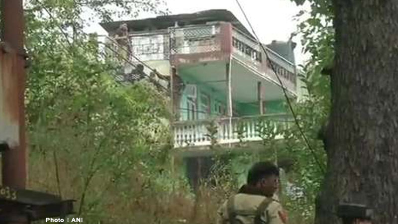 jammu kashmir terrorist entered residential house security forces