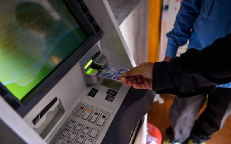 Cheating in the ATM room, the password was taken out by knowing the password