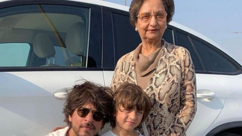 Gauri khan shared picture of shahrukh khan abram but who is this lady in photo