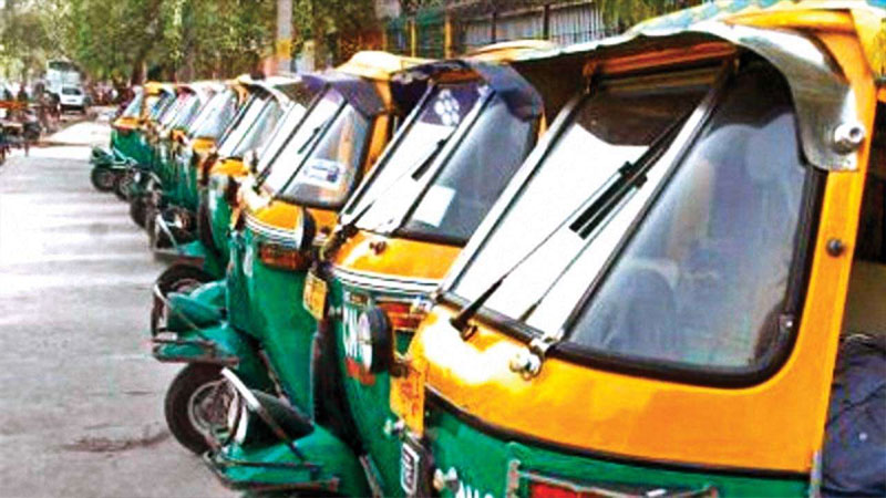 ahmedabad rikshaw driver traffic police fine suicide