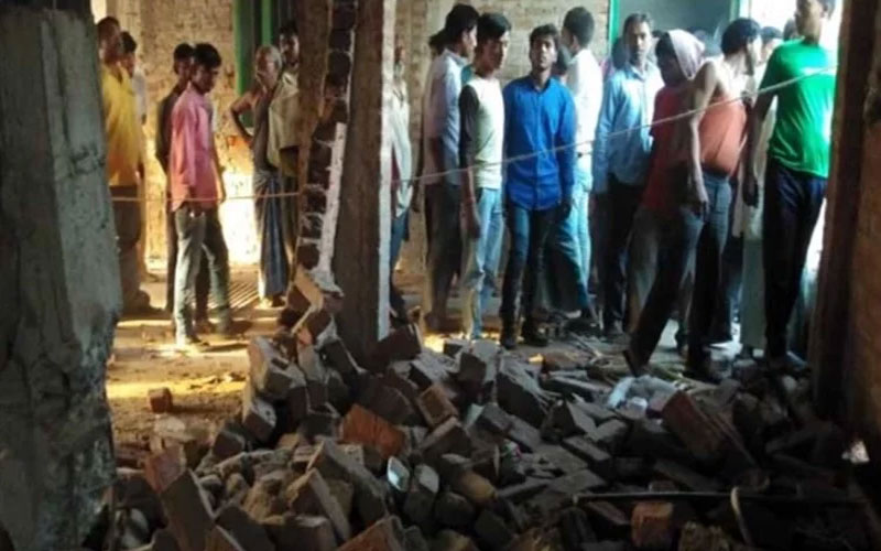 Jharkhand: Maoists blast bjp office before voting due to security forces alert