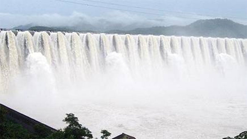 Gujarat Sardar Sarovar Dam water level crosses 137 alert issued