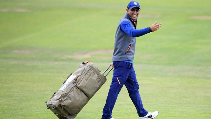 Should Dhoni continue? Kumble 'not sure' but wants a 'proper Send off'