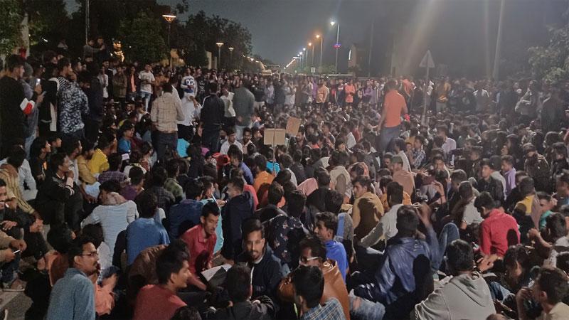 bin sachivalay exam scam student still protest against gujarat government