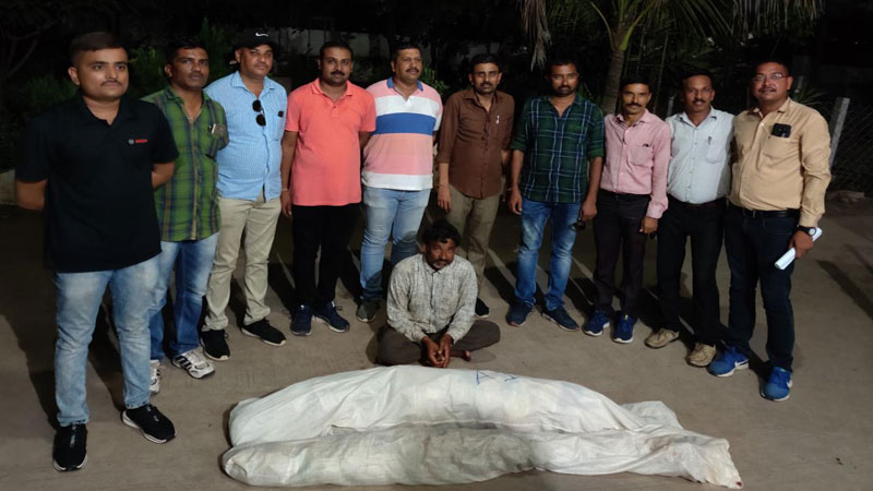 Bhavnagar SOG arrested one person with drugs plant in Farm