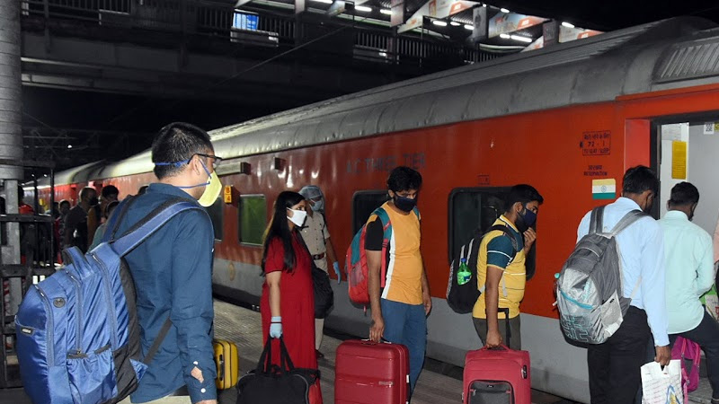 irctc to give instant refund on cancellation of tickets started irctc ipay services