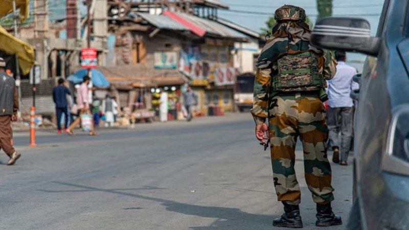 jammu kashmir pulwama tral encounter security forces terrorists trapped