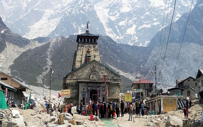 Kedarnath dham pilgrims are giving preference to foot journey