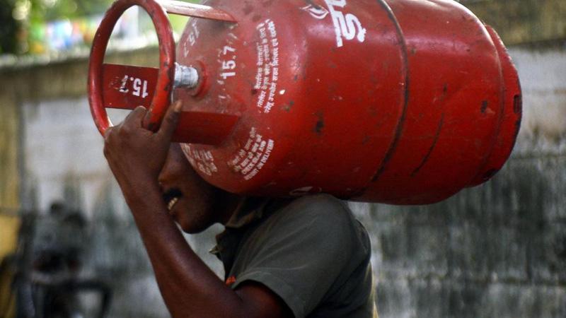 how to get lpg gas subsidy latest news today in pradhan mantri ujjwala yojana indane lpg gas cylinder price bharat petroleum...