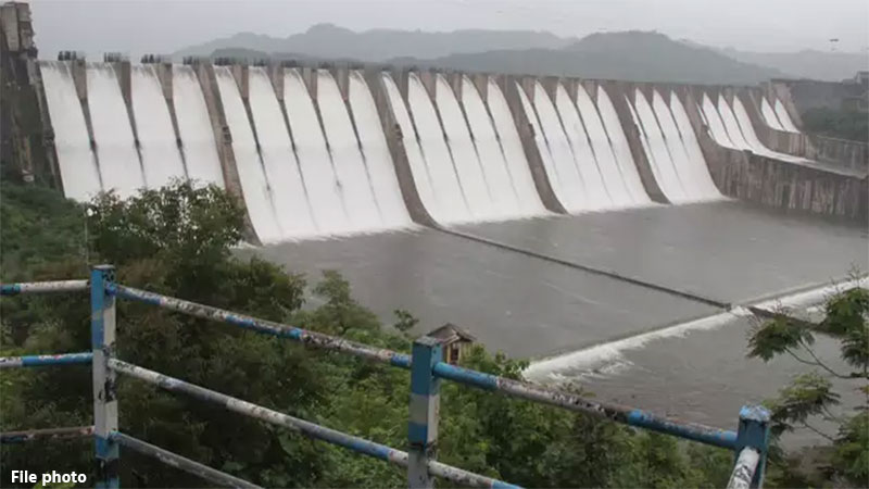 Cross the surface of Narmada Dam 135.04 m 10 Doors open Income from large quantities of water