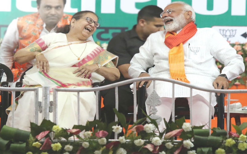 PM Narendra Modi asked to eat with sumitra mahajan in Indore