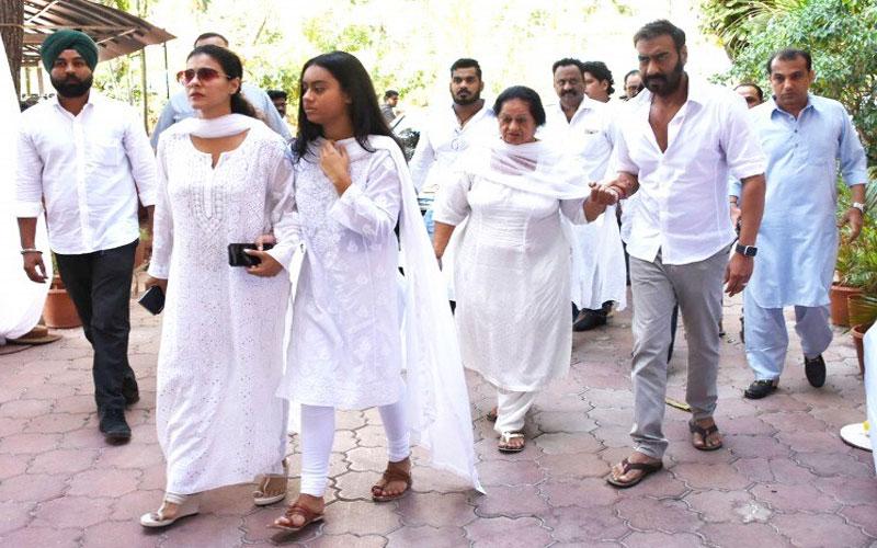veeru-devgan-prayer-meet-ajay-devgn-reaches-with-wife-kajol-daughter-nysa-breaks-down-see-pics