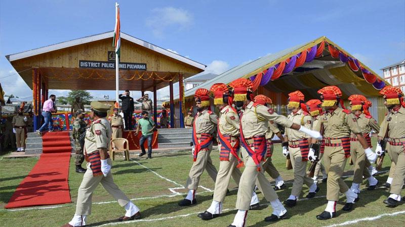 Independence day jammu kashmir pulwama celebration crpf police