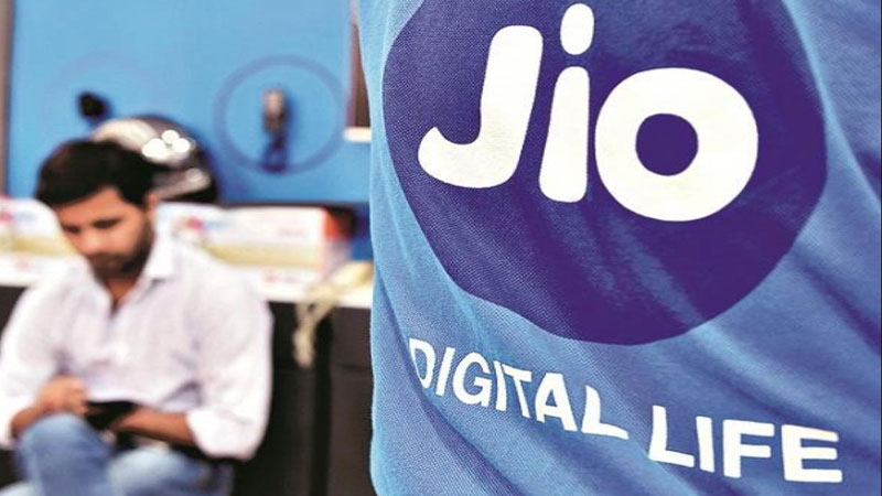 Reliance Jio 30 mintures Free Talk Time to Soothe Customers