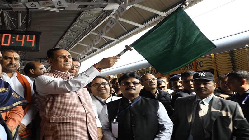 railway minister piyush goyal inauguration Mumbai-Ahmedabad Tejas Express