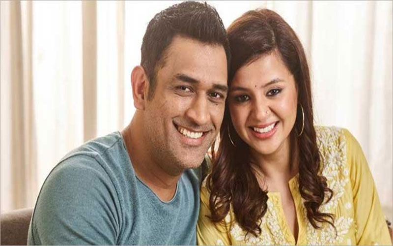 MS  Dhoni Sakshi Dhoni is away from each other during World Cup Matches due to BCCI terms and Conditions