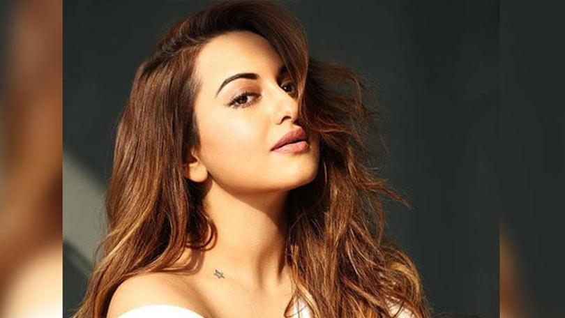 moradabad police reaches at sonakshi sinha home to talk to her about fraud case