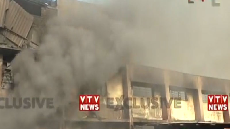 fire at the mayur silk mill in pandesara Surat 18 firefighters at the scene