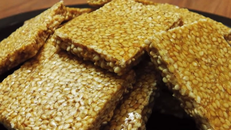 Make Healthy and Tasty Sesame Seeds chikki at Home with Simple Recipe in Winter Season