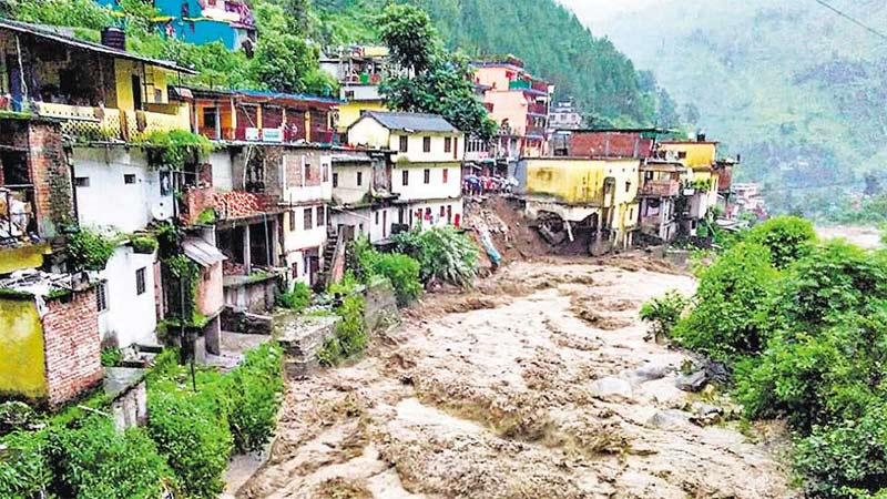 Due to Heavy rain flood in Uttarakhand rain landslide affects the people