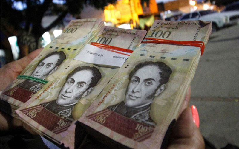 Venezuela adds bigger bank notes due to hyperinflation