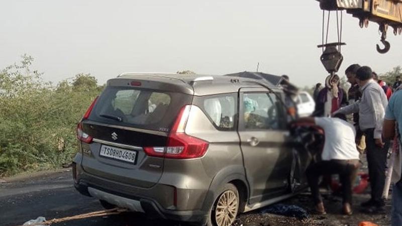 bhavnagar ahmedabad jamkhambhaliya bhanvad highway accident gujarat