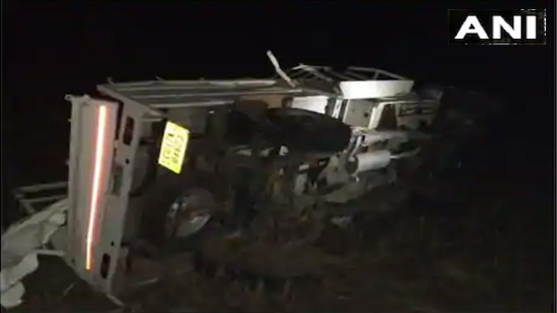 lucknow bus and truck collision in barabanki 18 passengers killed and 23 injured