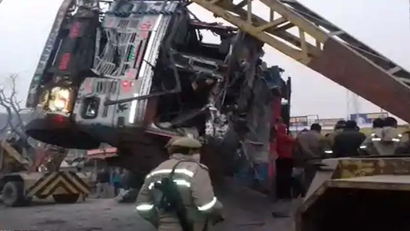 kaushambi massive road accidents heavy loaded truck turns over stationary car eight killed