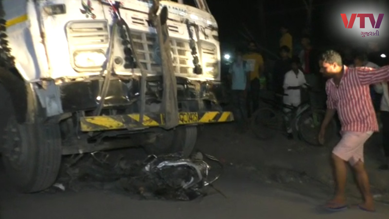 accident in 5 vehicle damage one man death in Surat