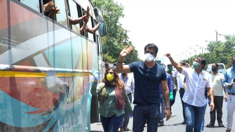 Coronavirus lockdown sonu sood helping migrant workers sent to home at bus