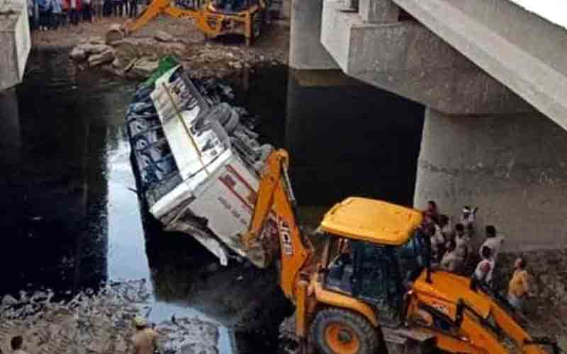 29 Killed in Agra After Bus Falls Off Yamuna Expressway