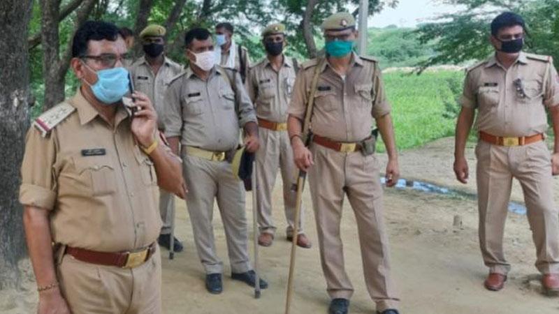 uttar pradesh agra father mother son murder burn dead body