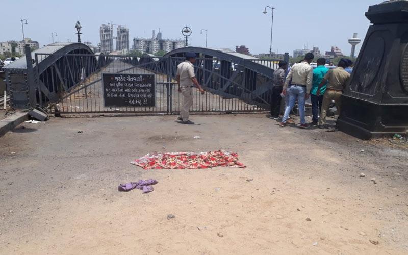 found young man dead body Ellis Bridge ahmedabad