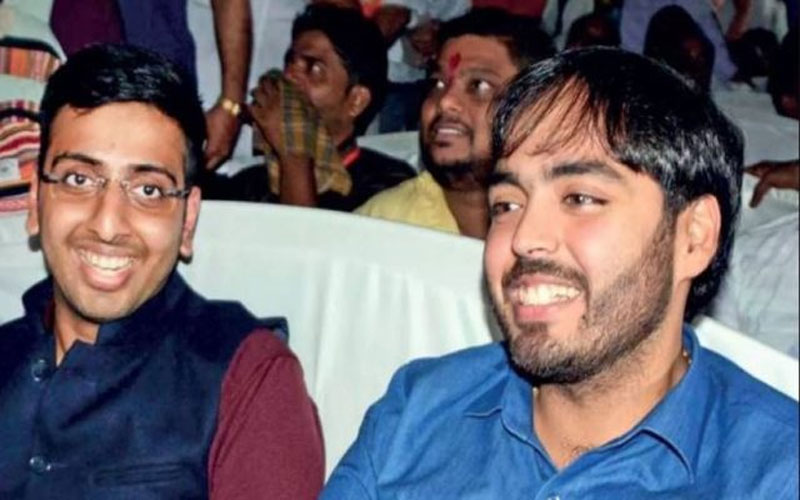 anant-ambani-spotted-at-pm-modis-mumbai-rally