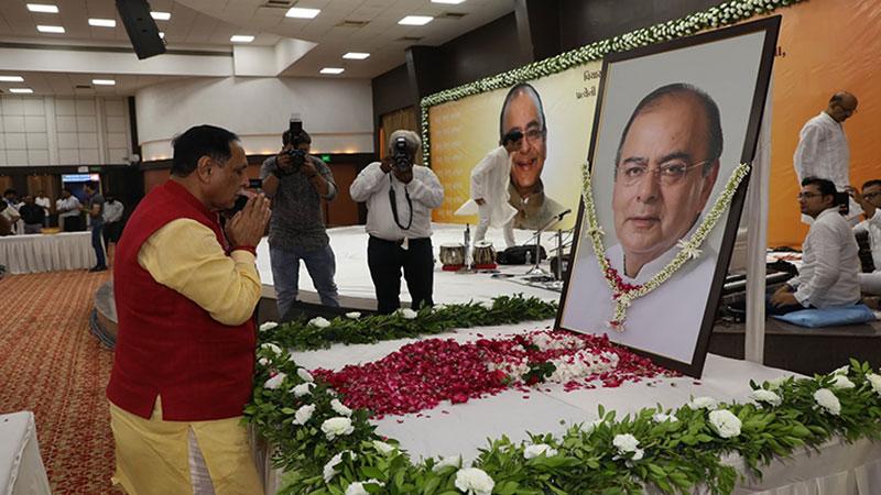 CM Vijay Rupani pays floral tribute to Arun Jaitley at Karnavati Club in Ahmedabad