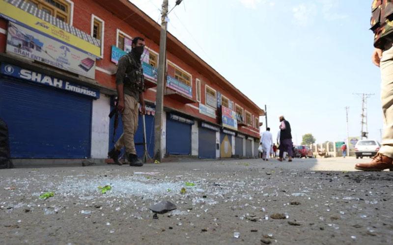Terrorists Lobbed A Grenade At Pulwama Police Station Jammu Kashmir