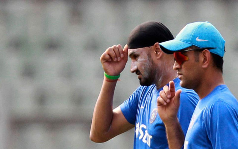 world-cup-2019-harbhajan-singh-urges-indian-team-management-to-give-dhoni-license-to-attack-in-marquee-tournament