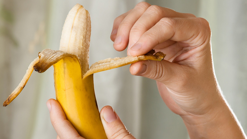 Know Is it good to eat a banana at night