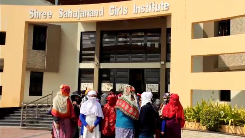Kutch bhuj shree sahjanand girls college girl students period check Dispute