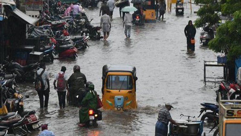 heavy rain warning in mumbai all schools to remain closed today amid